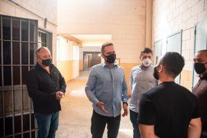 Em visita à Penitenciária de Canoas, Ostermann defende trabalho de presos