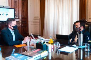 Secretário-chefe da Casa Civil recebe relatório final da Subcomissão da Transparência, liderada por Ostermann